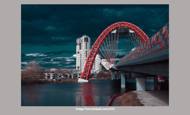 Zhivopisny Bridge - Night Scene with special effects like 300 Sparta movie